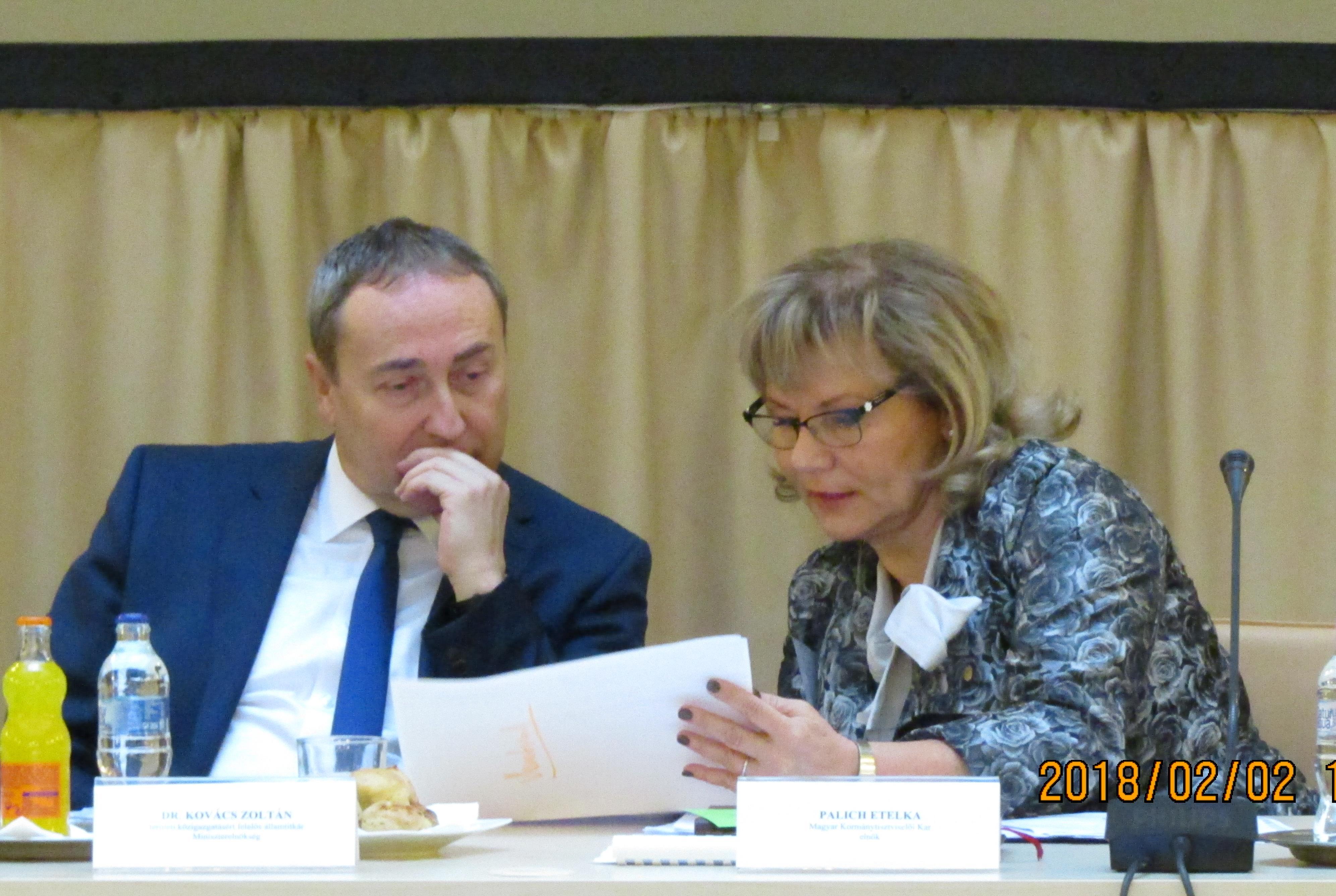 MKK Országos Közgyűlés ülése (2018.02.02.) - dr. Kovács Zoltán államtitkár és Palich Etelka az MKK elnöke
